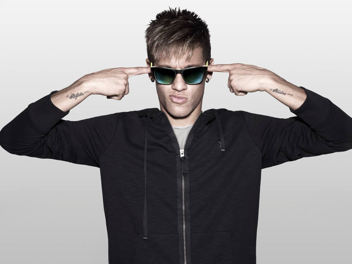 Police and Neymar present their new sunglasses - OnlyLens